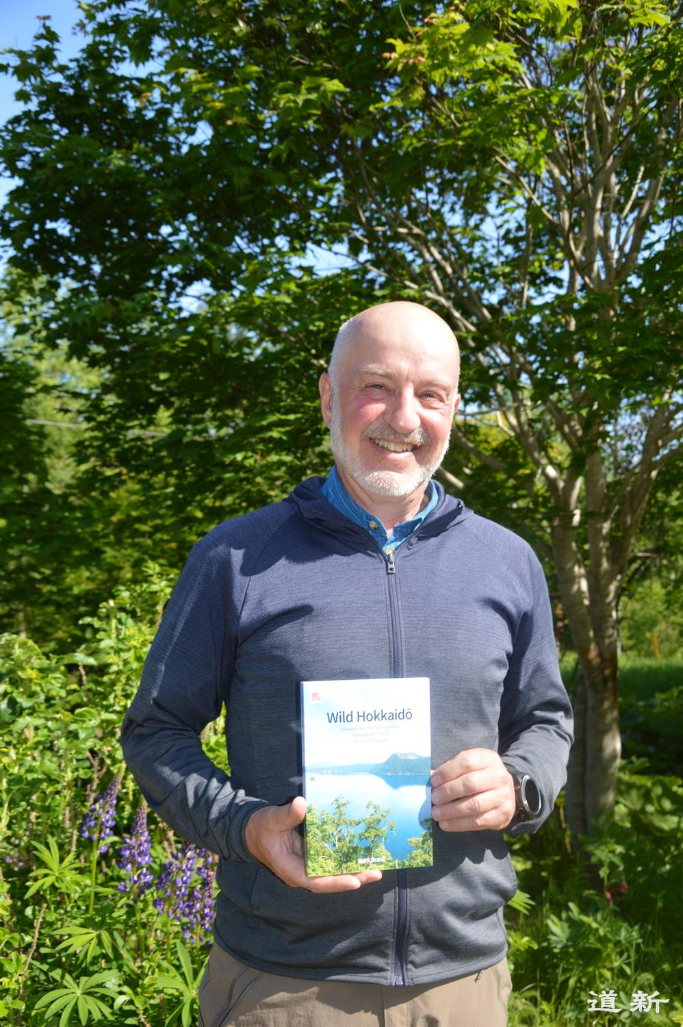 Photo:UK ornithologist in Teshikaga publishes guidebook for foreigners introducing the nature of eastern Hokkaido in English